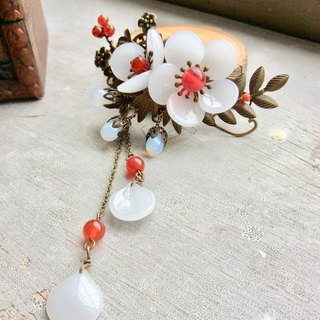 Meow hand made ~ retro Chinese plum hairpin (white / green ancient)
