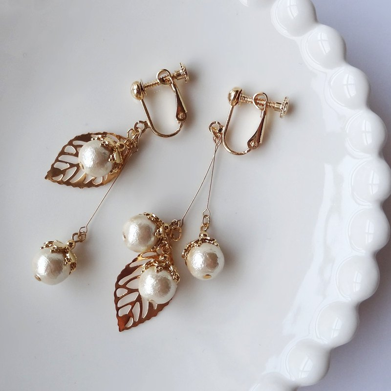 Asymmetric design of cotton pearl and leaf Earrings