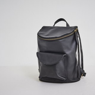 String tassel with tubular small backpack black