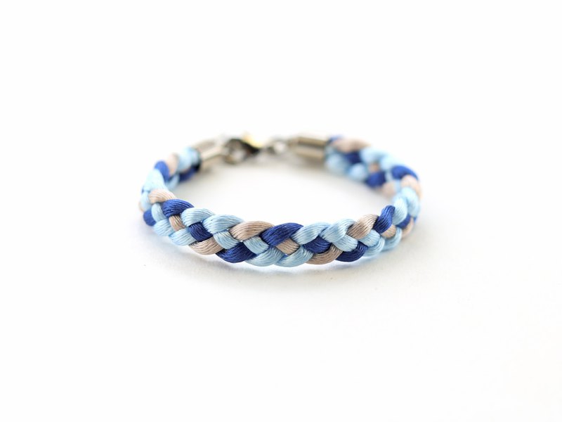 Braided bracelet in blue light brown