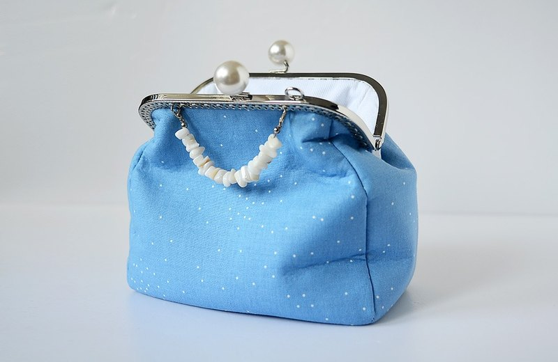 Pearl framed Purse - Sky in the spring