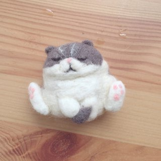 Gray fat meow brooch