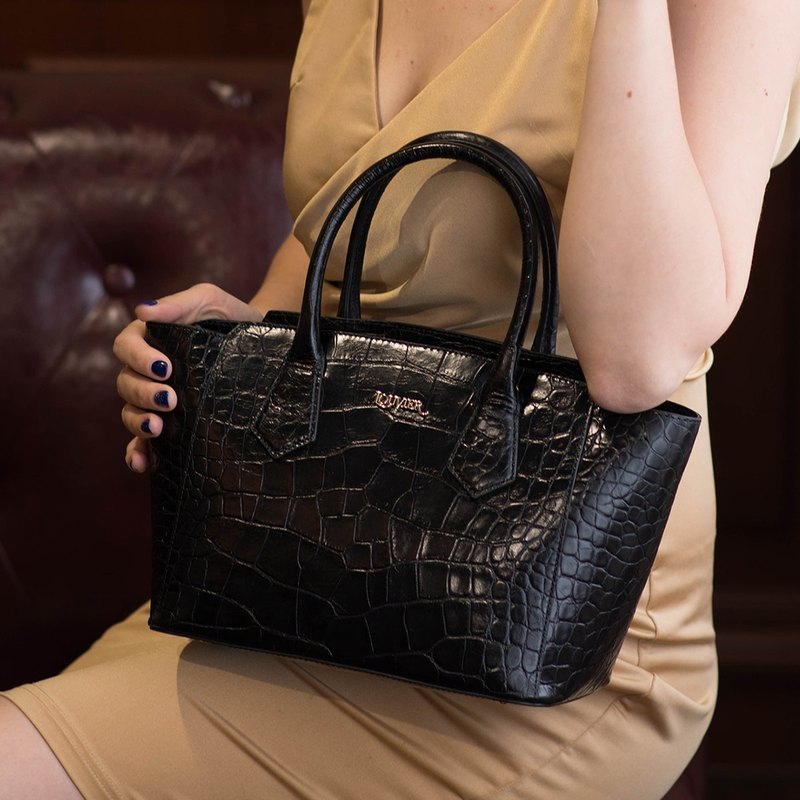 Clearance offer-cowhide embossed crocodile pattern hard leather handbag handbag retro fashion atmosphere