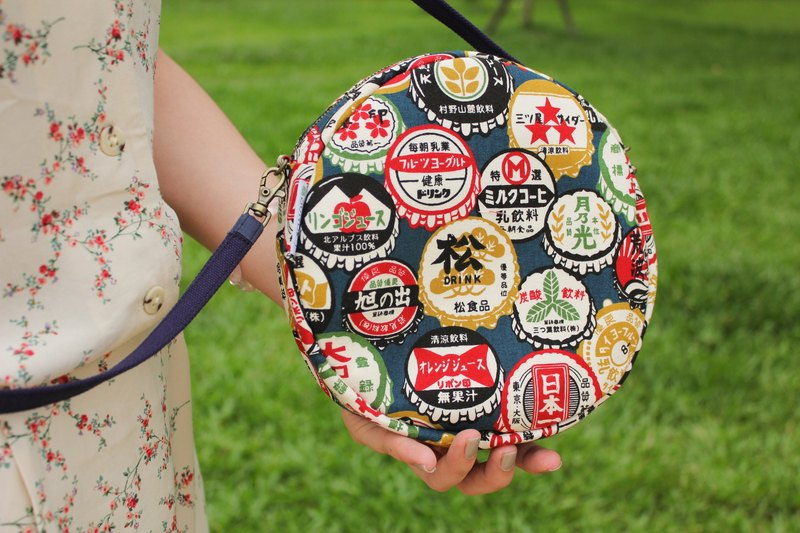 [Retro bottle cap] carry bag / side backpack / clutch bag / cosmetic bag