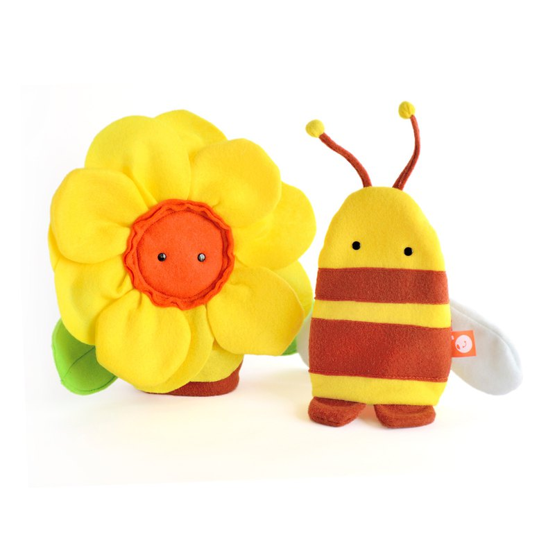 Flower and bee hand puppets, made of felt.