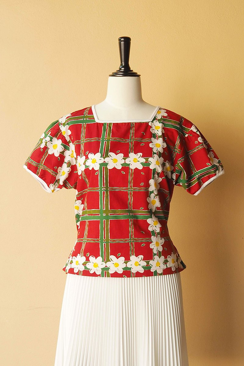 VINTAGE blouse size M, Hawaii style in red