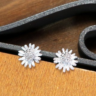 Margaret Flower Silver Earrings (White K Gold)