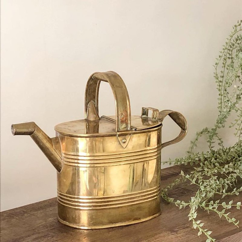 British antique brass watering kettle / oil pot