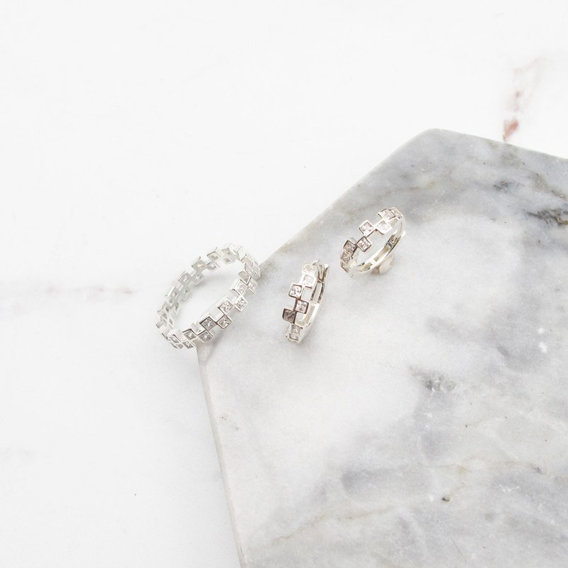 Big staff Taipa [exclusive selection] square diamond × zircon × easy buckle x circle sterling silver earrings or ring