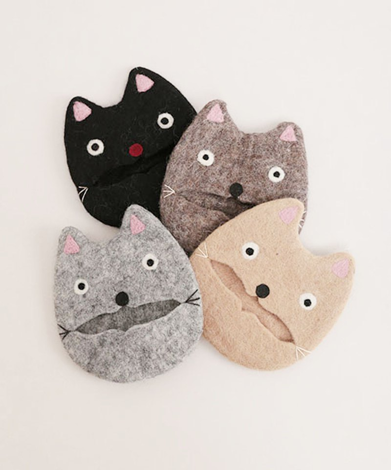 Cat's felt tissue pouch