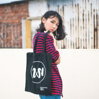 Use of the Heart Tote Bag Logo V brand personality design series original black handbag canvas bag