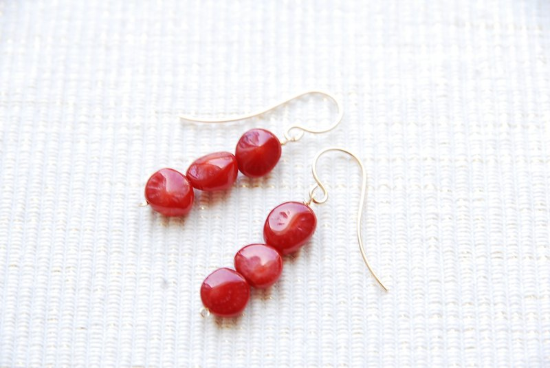 Resale red coral 3 grains earrings (14kgf)