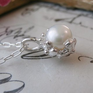 Freshwater pearl and flower pendant