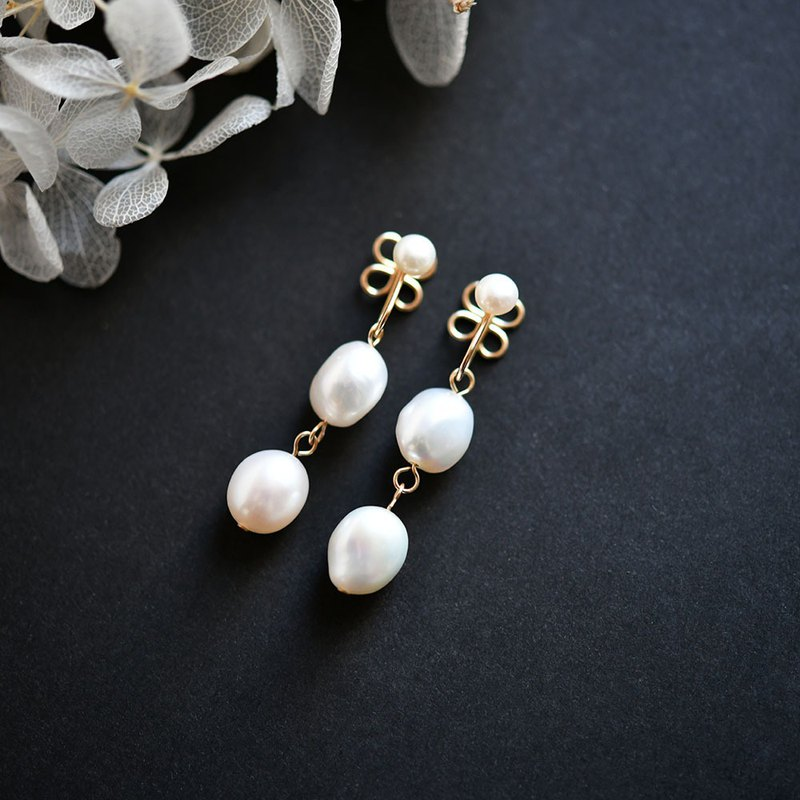 [RLL.S limited] Baroque pearl and clover Earrings that don't really hurt 3 types of June birthstones