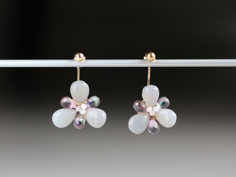 14kgf-grey chalcedony &topaz flower back pierced earrings