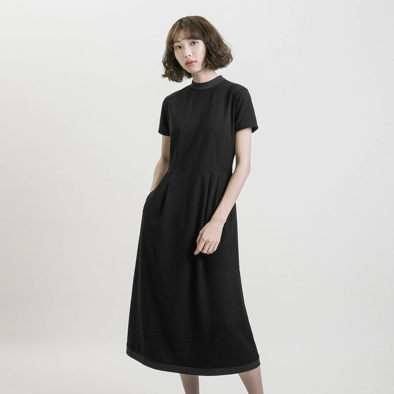 Memory_Memory High Collar Contrast Dress_9SF104_Black/Gray