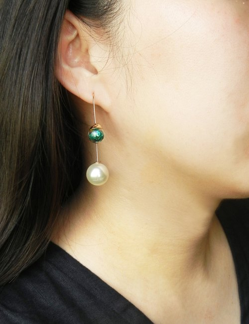 *coucoubird*- Confidence - Vintage green diamond pearl ear hook