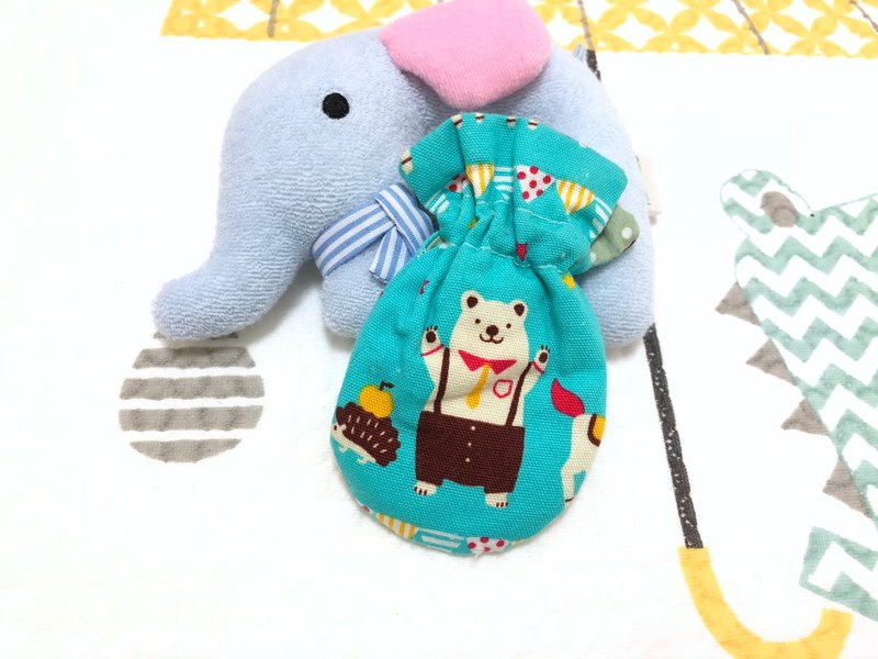 Happy polar bear. Green / earphone storage bag. Seal. Small storage bag. Pouch bag. Sachet bag.