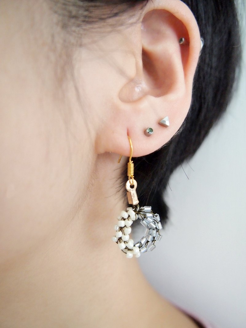 BUE004_ elegant custom hand-woven Japanese ivory with silver beads flash Doughnut Earrings