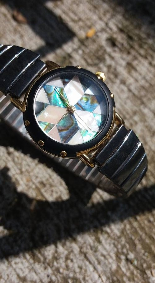 [] Lost and find a sense of artistic antique models natural stone abalone white plate of shellfish Kuroko Watches