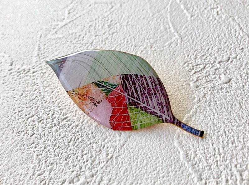 Leaf brooch / Red