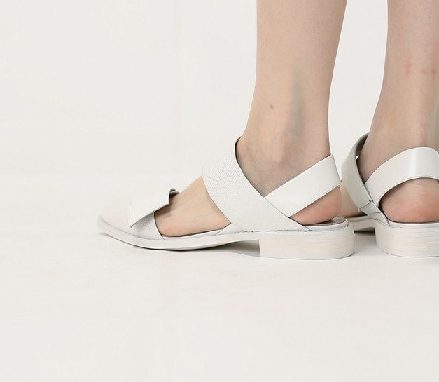 Structuralism oblique baskets empty sandals white