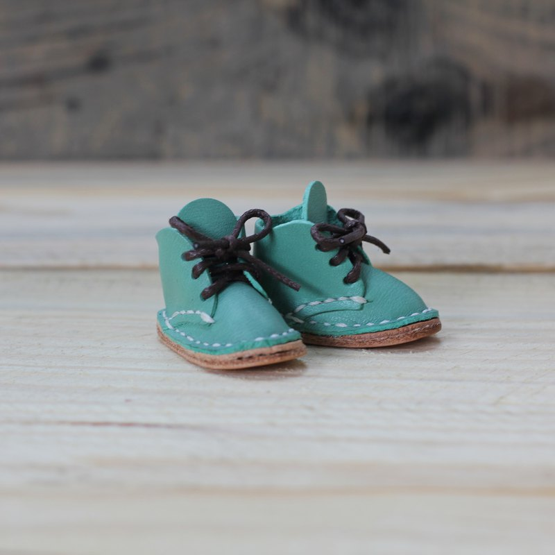 [Yingchuan handmade] mini small shoes strap / Martin shoes / keychain / DIY material package (cut pieces are perforated) PKIT SH001 hand-stitched leather bag - green water