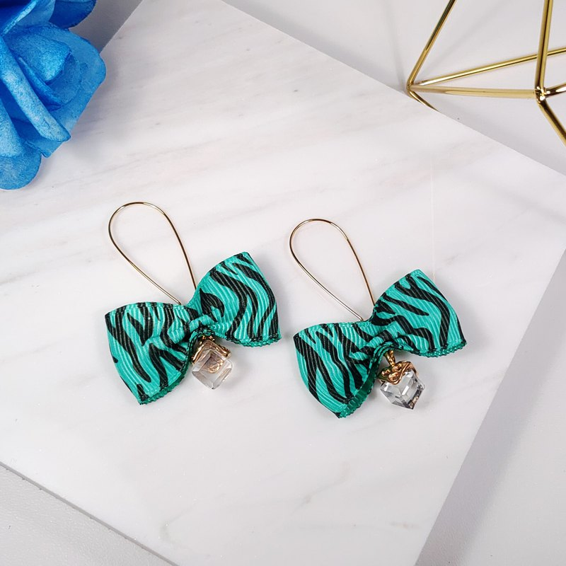 Daqian Design Fashion Green Zebra Ribbon Ribbon Bow Earrings Lover Graduation Xie Shi Banquet