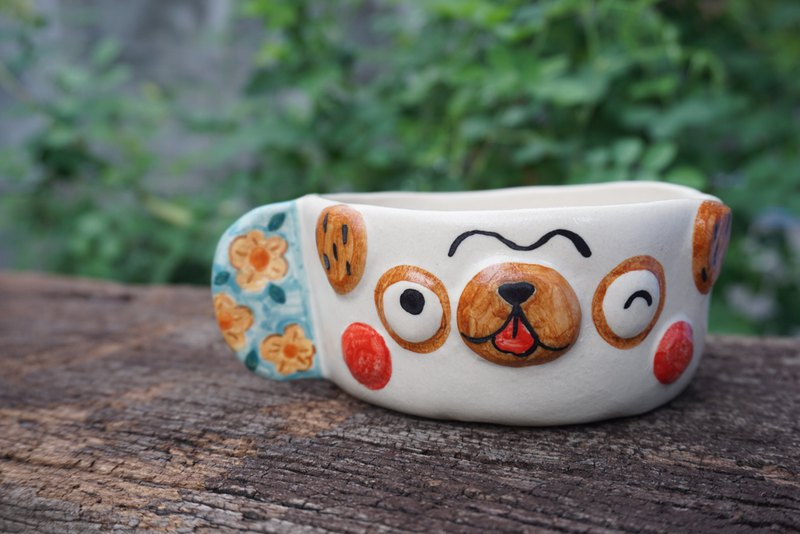Flower shaped ceramic cup
