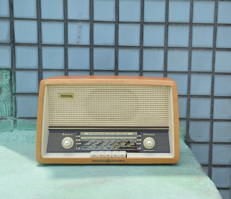 Germany old member LOEWE antique radios can be used normally