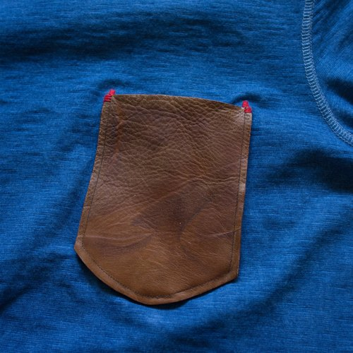 "Er are ""INDIGO vegetable dyes leather pocket T-shirt MAN08"" Size L No."