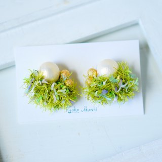 Fancy yarn Earrings and Clip-ons Fresh green