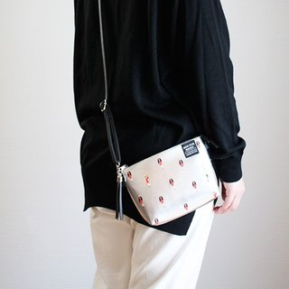 RUN RUN RUNWAY &SMART.PLUS Messenger bag / silver PINE