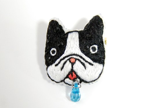 Embroidery brooch sparkling drool