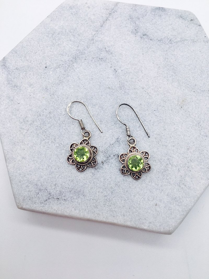 Peridot 925 sterling silver flower design earrings handmade mosaic in Nepal