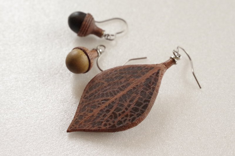 Wooden Leaf and Acorn Earrings : Walnut | Color variations available