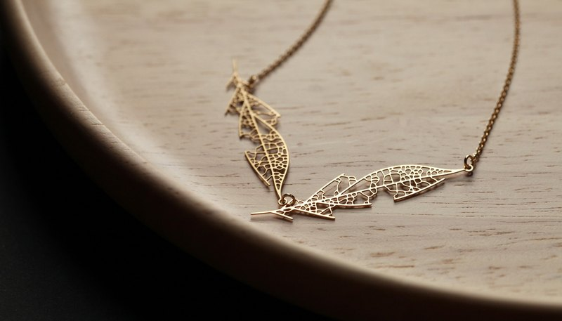Gold Leaf Necklace D Skeleton Leaf Pendant D (Gold)