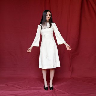 Pumpkin Vintage. Ancient high-necked wide-sleeved white dress