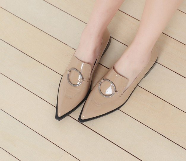 Ring buckle cut pointed flat shoes mirror apricot