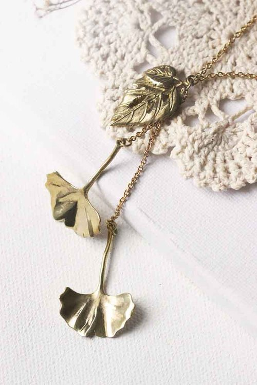 Gloden Leaves Necklace / Brass Leaves Charm Necklace / Nature Necklace / Everyday Jewelry / Linen Jewelry.