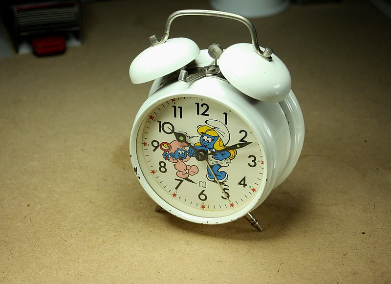 Since the end of the 20th century in the Netherlands, Smurfs Blue Elf old-fashioned clockwork manual winding alarm clock
