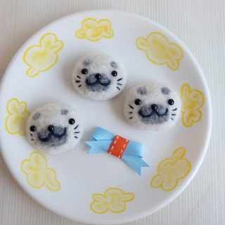 sleeping white glutinous rice dumpling [original handmade baby seals] brooch / fridge magnet