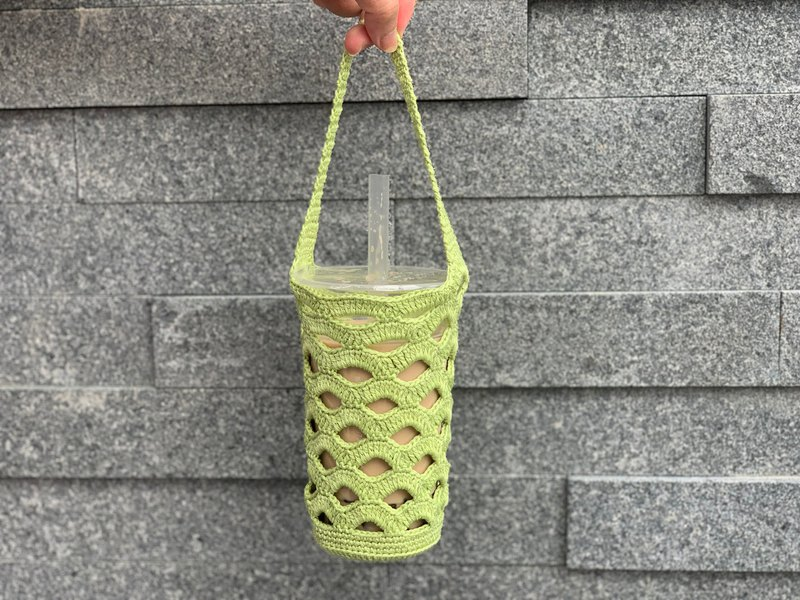 Hand-knitted / beverage bag green