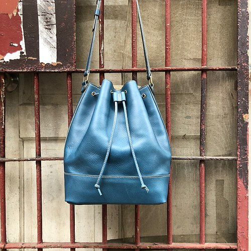 Blue tanning medium stitching bucket bag