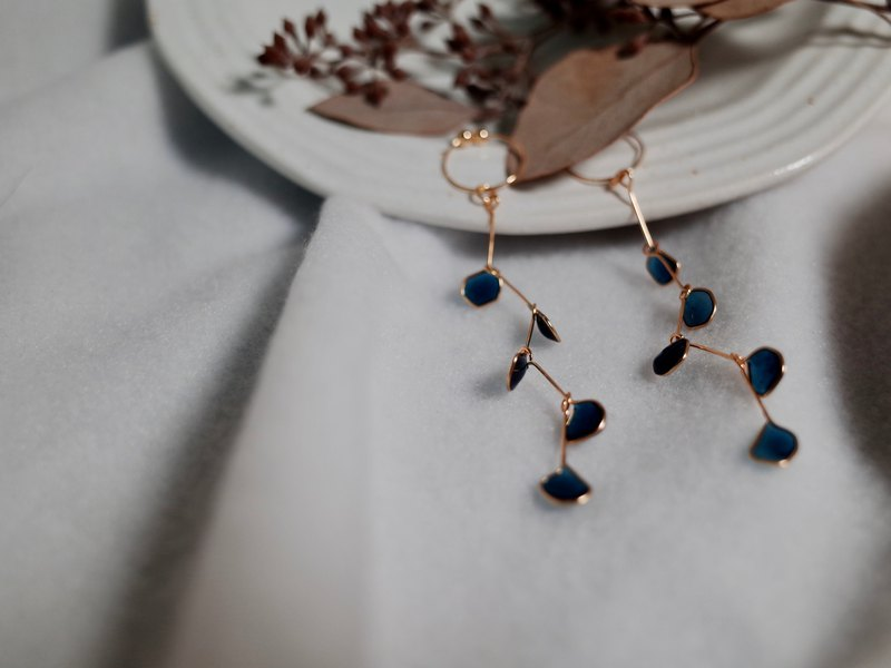 Vingt six Peacock Blue Droplet Petal Earrings/Ear clips