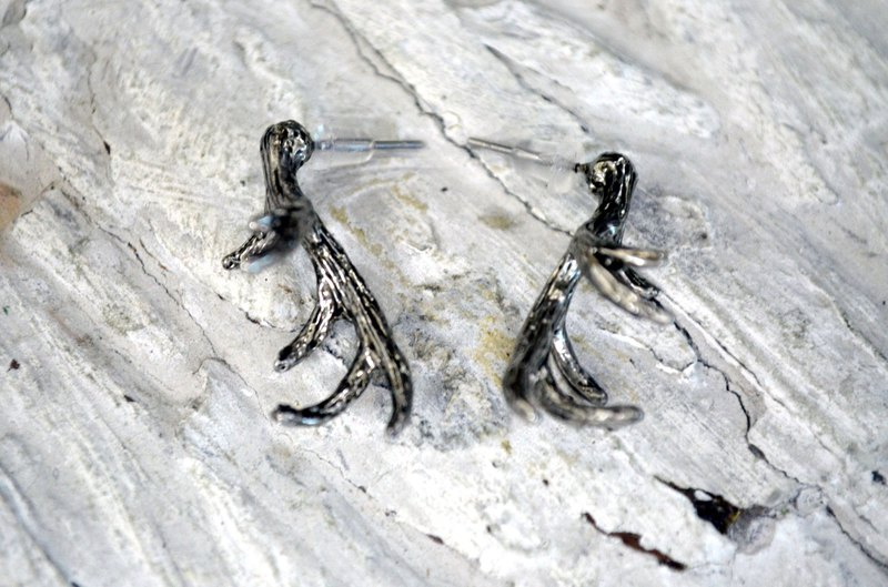 TIMBEE LO Silver Elk Horn Earrings Anti-allergy Material Ancient Black Silver Retro Style