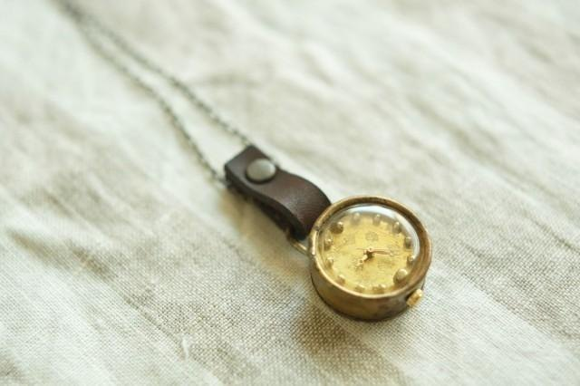 [Make-to-order production] watch to be spared from the neck dot gold N002
