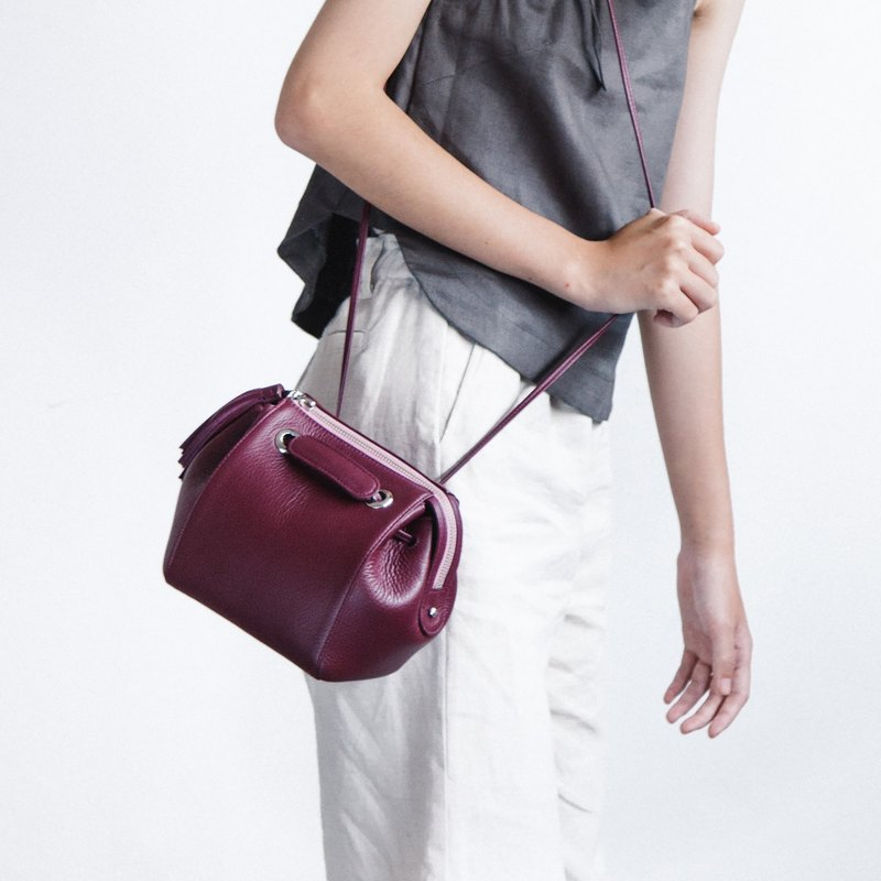 CUDDLE BAG - CUTE MINIMAL LEATHER WOMEN CROSSBODY BAG / HANDBAG- PURPLE