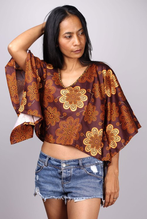 Shirt, short brown V-shaped fabric handmade products at the jackpot. There is one in the world