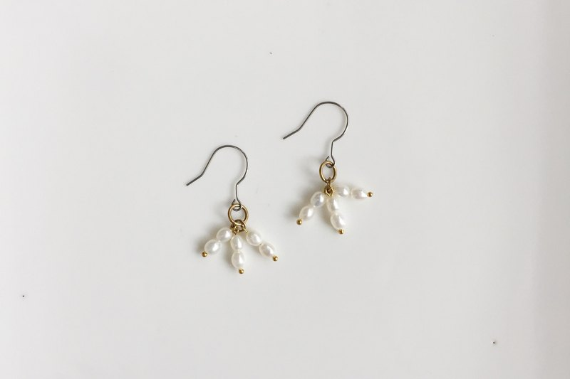 Flower umbrella pearl shape earrings